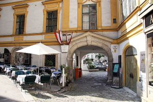 Eingang Heiligenkreuzerhof, Schönlaterngasse 5, 1010